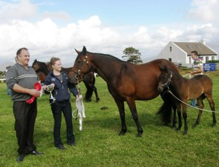 Sponsor John McQuinn and Eleanor Curran with Bay Mare Winner Mount Ross Colleen