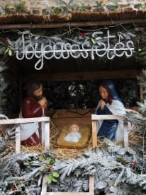 Noël est d'abord une fête chrétienne, d'où la présence d'une crêche.