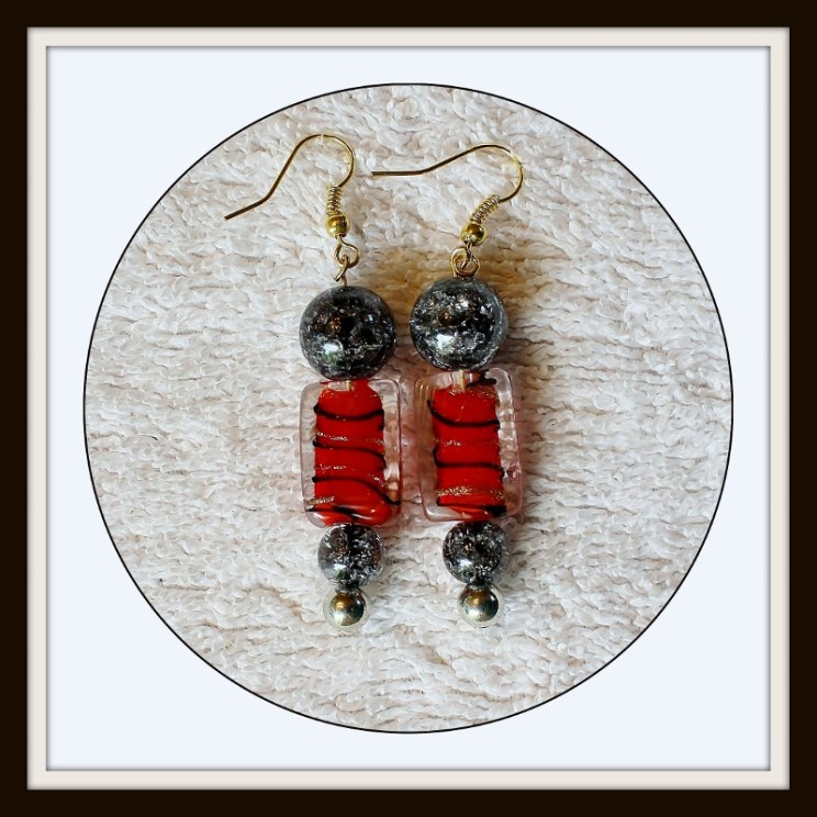 Red black Earrings, red and black, beaded earrings, bright red earrings, Mother's Day gift, gift for her, glass bead earrings, Item #RBG01