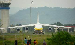 antonov an 124 takeoff dari yia