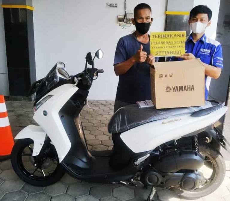 Nabung Dua Tahun, Beli Yamaha Lexi Pakai Uang Pecahan...