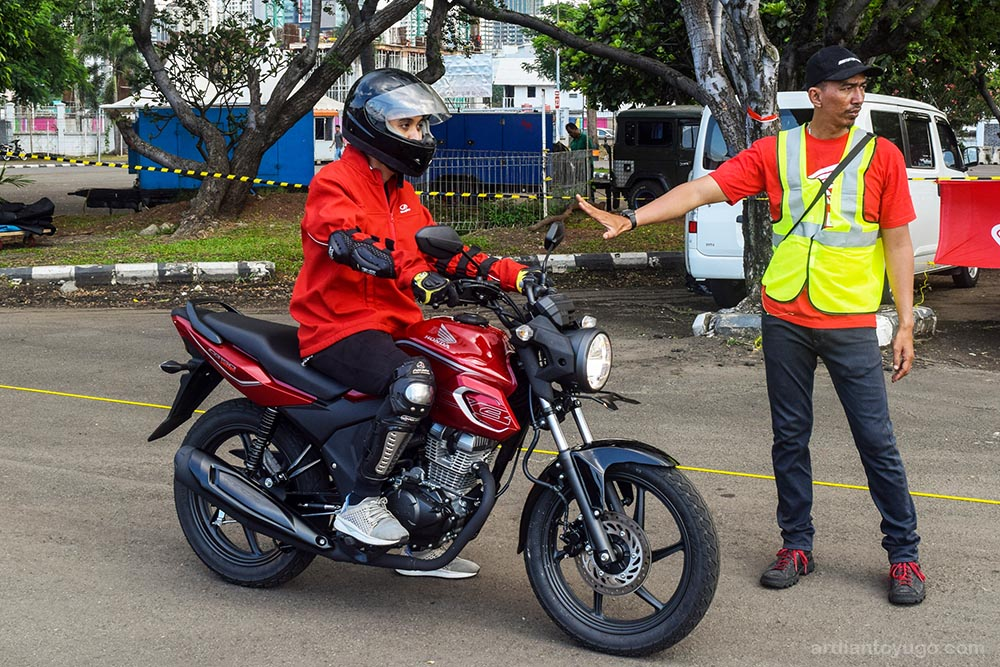 review cb150 verza