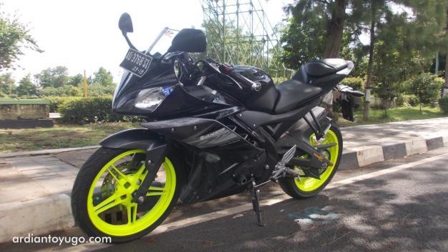 Yamaha R15 (1)