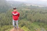 berdiri diatas batu tebing keraton