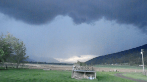 The storm approaches Black Pines and Vinsulla.