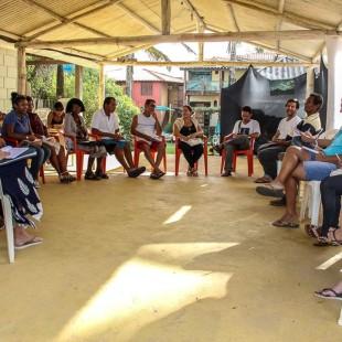 Uma das rodas de diálogo do encontro. (Foto: Flavia Bernardes/FASE ES)