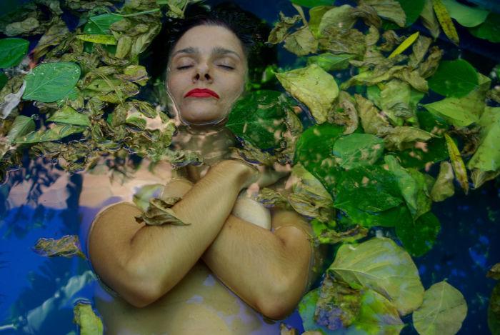 """Imagem de Kate Parker para sua performance curativa """"As Águas"""" na IV Semana Sem Petróleo (2020)"""