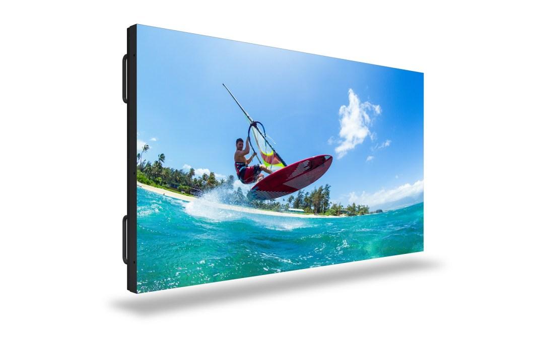 Christie amplía su catálogo de paneles planos LCD con unos displays profesionales de 55 y 98 pulgadas, 500 nits y bisel de 44 milímetros, desplegables en mosaico
