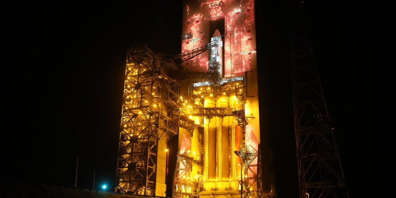 Un mapping 3D RGB de láser puro de Christie añade espectacularidad al lanzamiento de un cohete espacial de United Launch