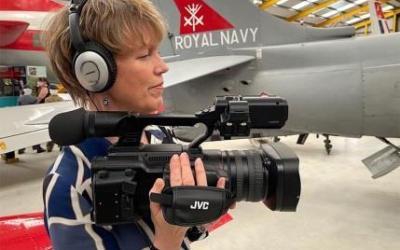 Producción documental de aviación de Annalisa Russell-Smith con la cámara GY-HC550 CONNECTED CAM™ de JVC
