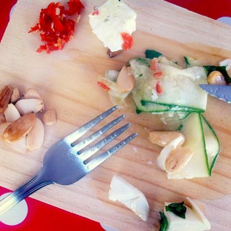 mozzarella salad with courgettes and chilli
