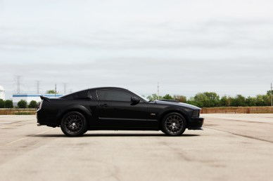 444477_ford_mustang_gt_shelby_black_wheels_4.6_gt500_cars_5184x3456_(www.GdeFon.ru)