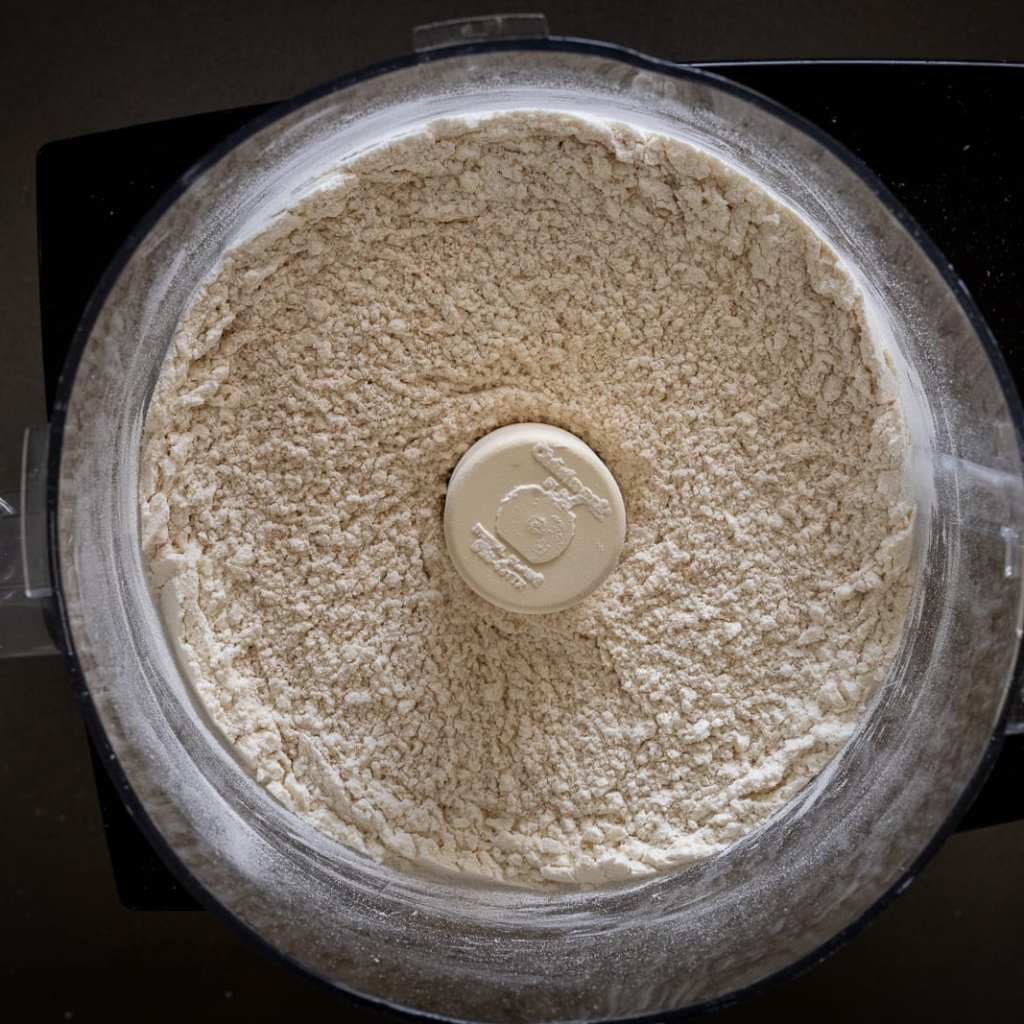 blended dry ingredients in a food processor for how to make pie dough
