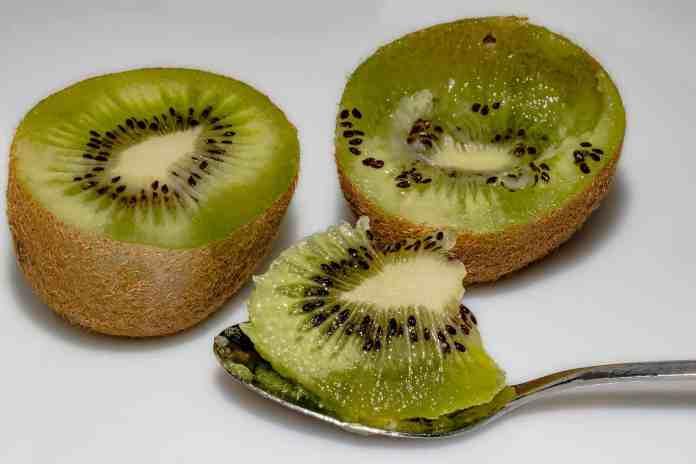 Spinonews.com benefits to eat kiwi fruit
