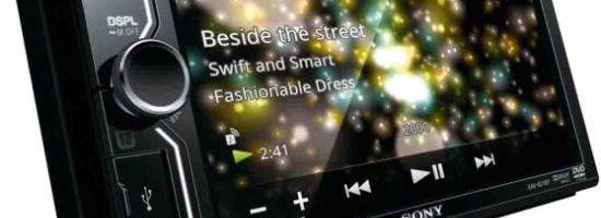 Sony smartphone in masina ta