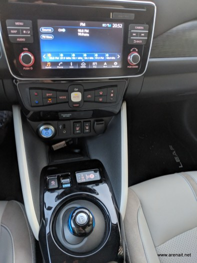 Nissan-Leaf-20180-review-interior (6)