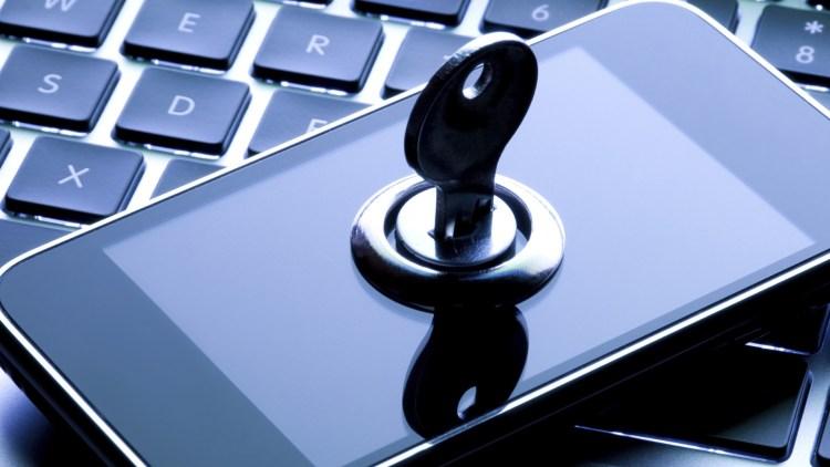 O companie care vindea telefoane securizate era condusa de infractori