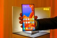 Huawei Mate X intra in sfarsit la vanzare