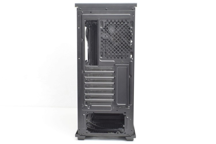 Review carcasă mid-tower Deepcool Gamer Storm Macube 310P