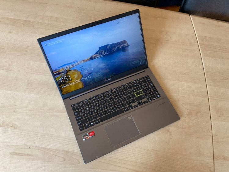 Review laptop ASUS Vivobook M533I - perfect pentru elevi si studenti