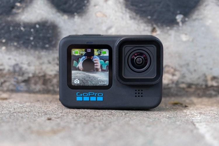 GoPro Hero 10 este la eMAG - merita 2700 lei?
