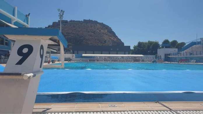 Τοποθέτηση ισοθερμικού καλύμματος στο κολυμβητήριο Ναυπλίου