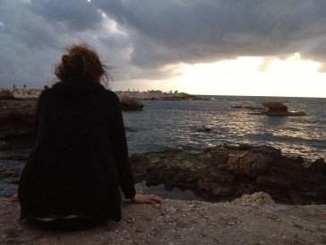 Mélanie se demandait comment elle allait quitter sa vie grise pour s'installer ici, après l'été, happée par les illusions de liberté de Beyrouth.
