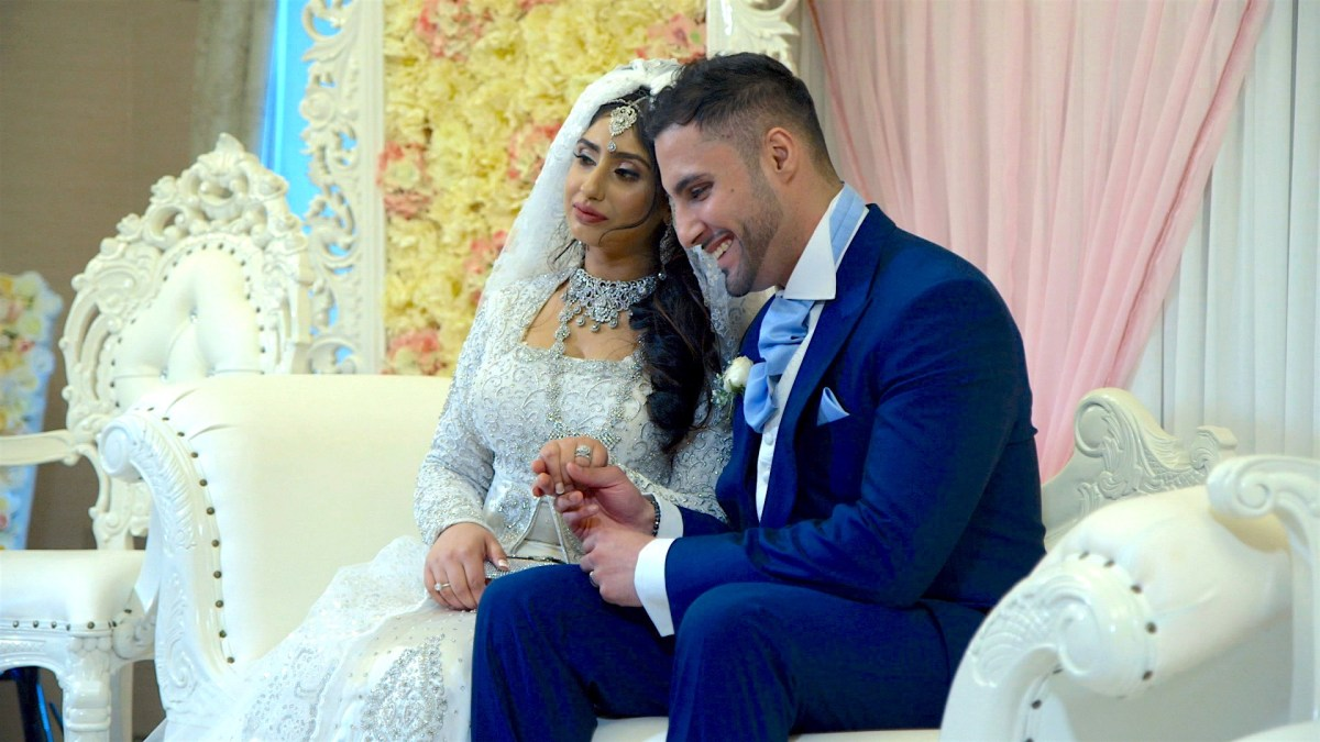 marry a muslim girl According to all four schools of sunni law and shia law, interfaith marriages are.