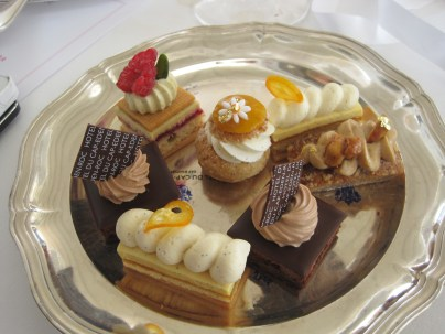 Welcome interlude 4 (or is it 5?): Desserts at the Eden Roc hotel