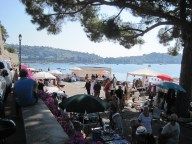 Welcome interlude 3: a pretty nice site for a flea market! On the port in Villefranche. That's Joel on the wall.