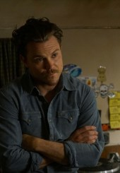 """LETHAL WEAPON: Clayne Crawford in the """"Pilot"""" series premiere episode of LETHAL WEAPON"""