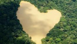 altres-4-lago-con-forma-de-corazon-el-paisaje-mas-romantico-de-pakistan2