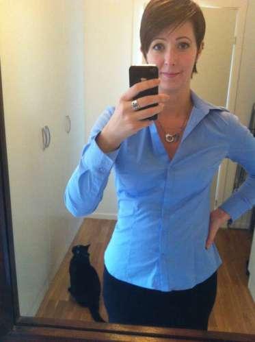 Arga Klara i blå skjorta