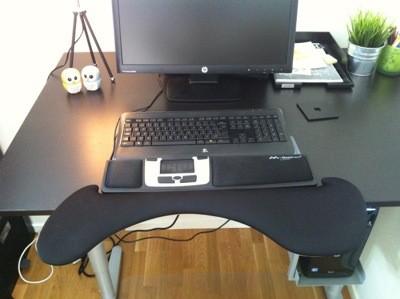 Kontor med höj- och sänkbart bord, Mousetrapper Advance och underarmsstöd. Veckans plus!