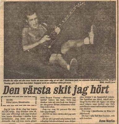 Fotografi av artikel om AC/DC, recension av Arne Norlin