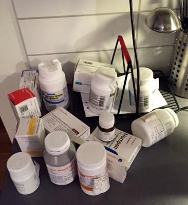 Mediciner. Påfyllning av dosan, den räcker inte till! Tablettdosering.