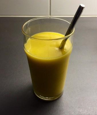 Nypressad juice med apelsin, äpple och mango