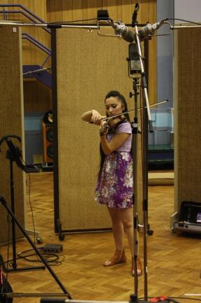 La violinista Diana Yukawa en Abbey Road