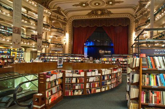 El_Ateneo_Grand_Splendid_Bookshop,_Recoleta,_Buenos_Aires,_Argentina,_28th._Dec._2010_-_Flickr_-_PhillipC
