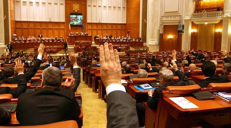 Deputaţii dezbat astăzi Legea Pensiilor