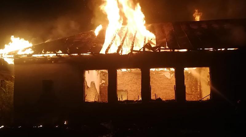 Acum! Incendiu puternic într-o localitate din Argeș!