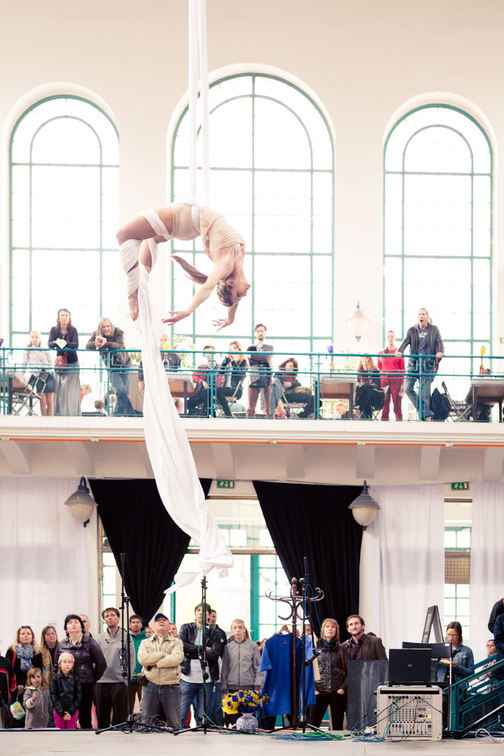 Aerial Acrobat on Silks - Argolla Show