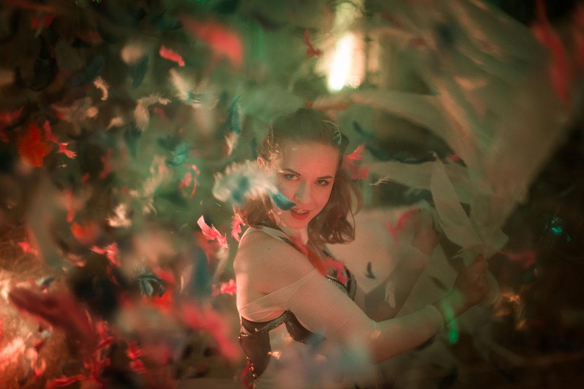 Transparent Ball Dancer - Argolla dance acrobatic show