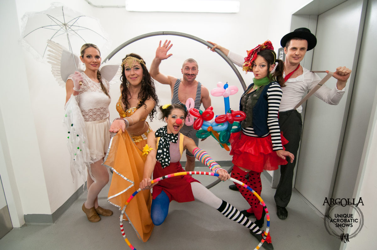 Circus Style Show - Argolla Acrobats and Dancers
