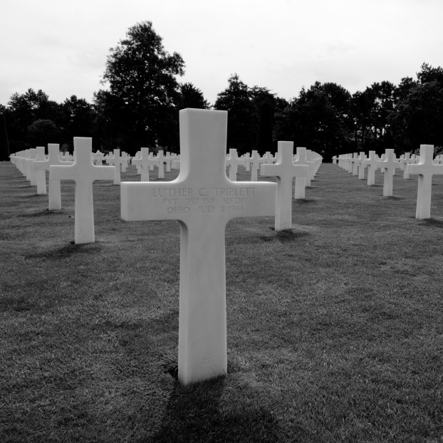 D-Day_Cemetery_in_Normandie_(2746201233)