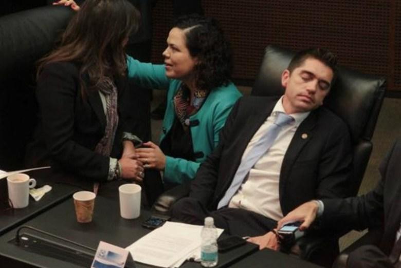 diputado dormido 4