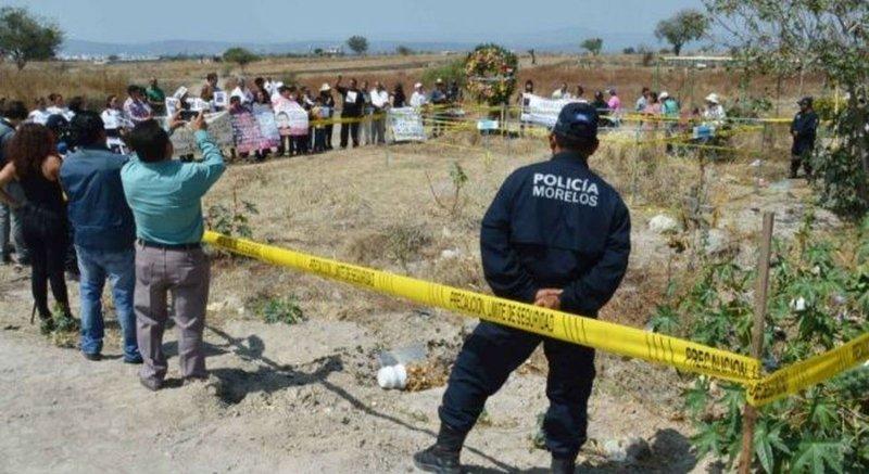 Veracruz: Hunden una varilla y dieron con la fosa más grande de México; ya llevan 287 cuerpos.