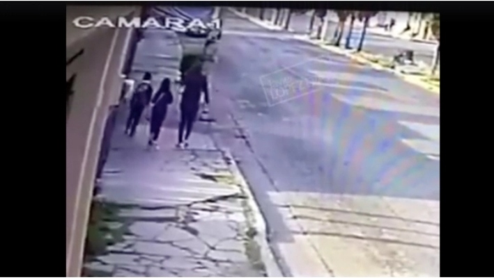 A plenas luz del día, graban  secuestro de mujer y su hija en calles de Puebla