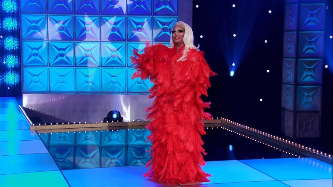 roxxy andrews feather outfit
