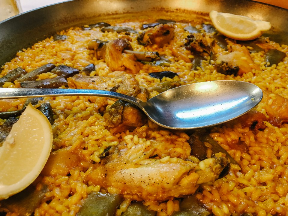 paella valenciana close up
